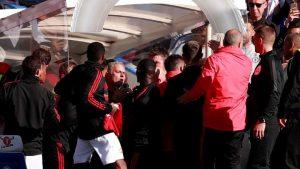keributan antara mourinho dengan staf chelsea
